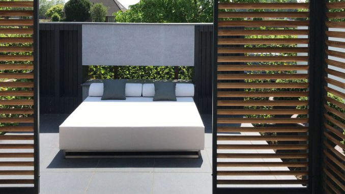 square garden daybed